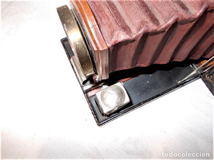 Cámara de fotos: Antigua camara Kodak de fuelle rojo combinada madera - Foto 6 - 165586598
