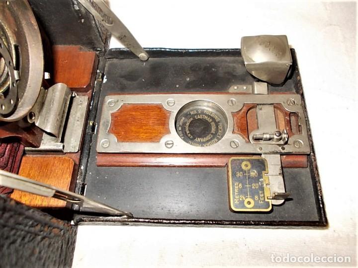 Cámara de fotos: Antigua camara Kodak de fuelle rojo combinada madera - Foto 9 - 165586598