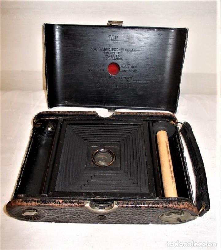 Cámara de fotos: Antigua camara Kodak de fuelle rojo combinada madera - Foto 10 - 165586598