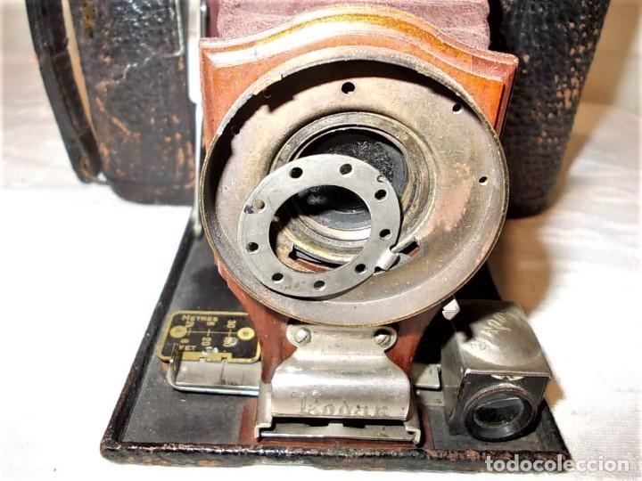 Cámara de fotos: Antigua camara Kodak de fuelle rojo combinada madera - Foto 12 - 165586598