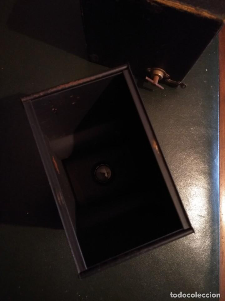 Cámara de fotos: Camara Brownie nº 2 A Modelo B de Eastman-Kodak de 1909 - Foto 9 - 168815552
