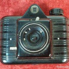 Cámara de fotos: CÁMARA FOTOGRAFICA DE BAQUELITA WINAR. UNIVEX. ESPAÑA. CIRCA 1940. . Lote 171404318