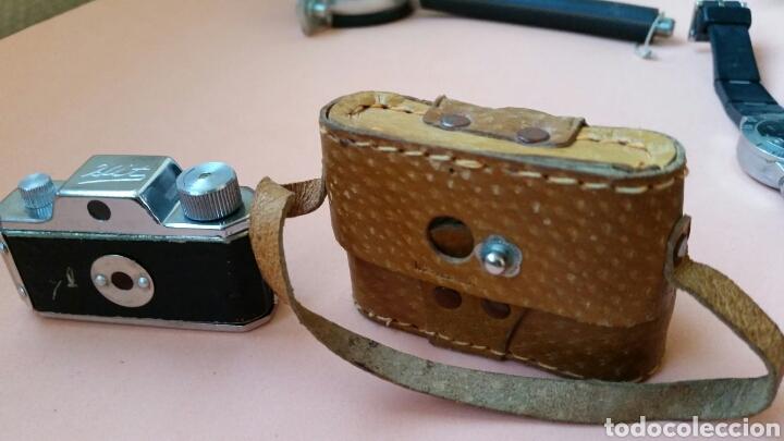 Cámara de fotos: Mini cámara de fotos marca hit con su funda de cuero Made in Japan- año 1950 - Foto 2 - 178040683