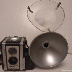 Cámara de fotos: PRIMERA VERSION KODAK DUAFLEX + FLASH DUAFLEX .AÑO 1949. Lote 178993732