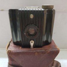 Cámara de fotos: CÁMARA ANTIGUA KODAK BABY-BROWNIE EN FUNDA ORIGINAL. Lote 179398401