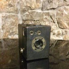 Cámara de fotos: CÁMARA ANTIGUA CORONET BOBOX. Lote 180165155