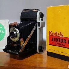 Cámara de fotos: CÁMARA DE FUELLE KODAK JUNIOR I AÑO 1954. Lote 186458740