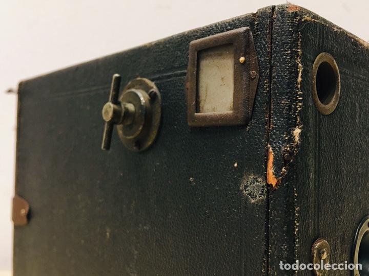 Cámara de fotos: ANTIGUA CÁMARA DE FOTOS BOX AÑOS 30 MAQUINA FOTOGRAFICA CUADRADA - Foto 2 - 214960131