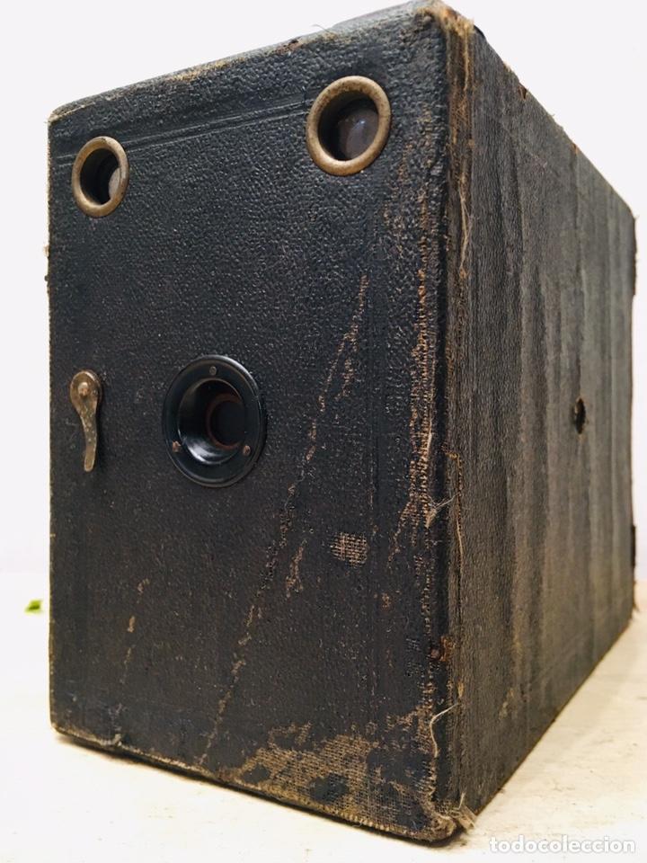 Cámara de fotos: ANTIGUA CÁMARA DE FOTOS BOX AÑOS 30 MAQUINA FOTOGRAFICA CUADRADA - Foto 3 - 214960131
