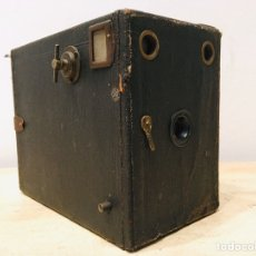 Cámara de fotos: ANTIGUA CÁMARA DE FOTOS BOX AÑOS 30 MAQUINA FOTOGRAFICA CUADRADA. Lote 187396936