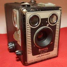 Cámara de fotos: CAMARA KODAK BROWNIE SIX 20 MODEL D. Lote 192351710