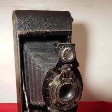 Cámara de fotos: CAMARA KODAK Nº 2 A FOLDING AUTOGRAPHIC BROWNIE. Lote 193822815