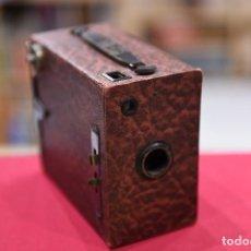 Cámara de fotos: BONITA CÁMARA BOX DE MADERA CUBIERTA DE PIEL GRANATE.. Lote 194513560