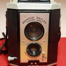 Cámara de fotos: CAMARA KODAK BROWNIE REFLEX. Lote 194677635
