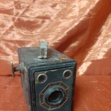 Cámara de fotos: ANTIGUA CÁMARA DE FOTOS FRANCESA, AÑOS 50, DE LA MARCA GAP, CÁMARA DE CAJA.. Lote 200259431