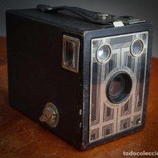 Cámara de fotos: ANTIGUA CAMARA DE FOTOS KODAK BROWNIE SIX-20 JUNIOR 1934/1942. Lote 209770972