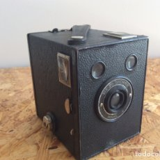Cámara de fotos: KODAK BROWNIE SIX- 20 MODELO 4. Lote 209847382