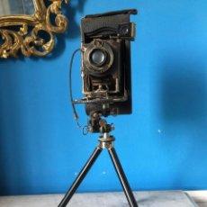Cámara de fotos: CÁMARA KODAK Nº 3-A AUTOGRAPHIC MODEL C CON TRÍPODE. AÑO 1916.. Lote 210941266