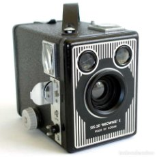 Cámara de fotos: CÁMARA SIX-20 BROWNIE MODEL E. RARA ED AÑOS 40 FUNCIONANDO. Lote 212171325