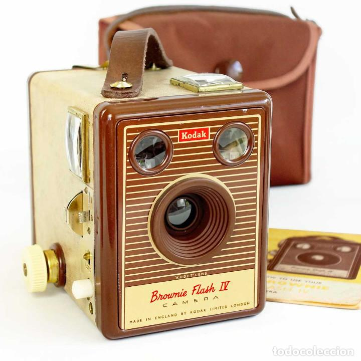 CÁMARA KODAK BROWNIE FLASH IV. RARA ED 1955 CON FUNDA Y MANUAL. FUNCIONA (Cámaras Fotográficas - Antiguas (hasta 1950))