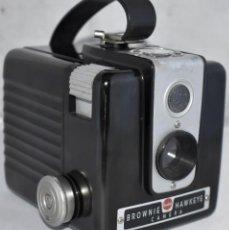 Cámara de fotos: GRAN RAREZA EN BAQUELITA..PSEUDO TLR..KODAK BROWNIE HAWKEYE..USA 1949...MUY BUEN ESTADO..FUNCIONA. Lote 213813540