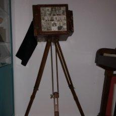Cámara de fotos: ANTIGUA CAMARA MINUTERA CON SU TRIPODE. Lote 214944208