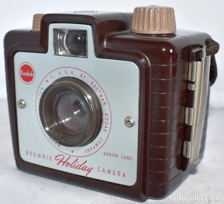 Cámara de fotos: PEQUEÑA,10 CM.EN BAQUELITA GRANATE..KODAK BROWNIE HOLIDAY CAMERA.USA 1950..MUY BUEN ESTADO..FUNCIONA - Foto 5 - 217375441