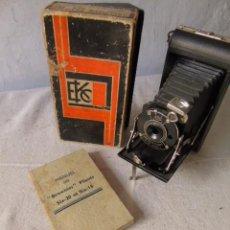 Cámara de fotos: CAMARA FOTO BROWNIE KODO SHUTTER SIX 20 CON CAJA Y MANUAL 1937. Lote 218422405