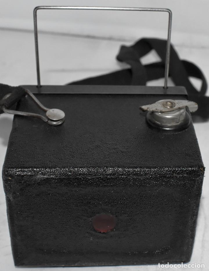 Cámara de fotos: ESCASA Y RARA MINIATURA EN 127 FILM..KODAK BABY HAWKEYE..INGLATERRA 1936..FUNCIONA..REGULAR ESTADO - Foto 17 - 219548917