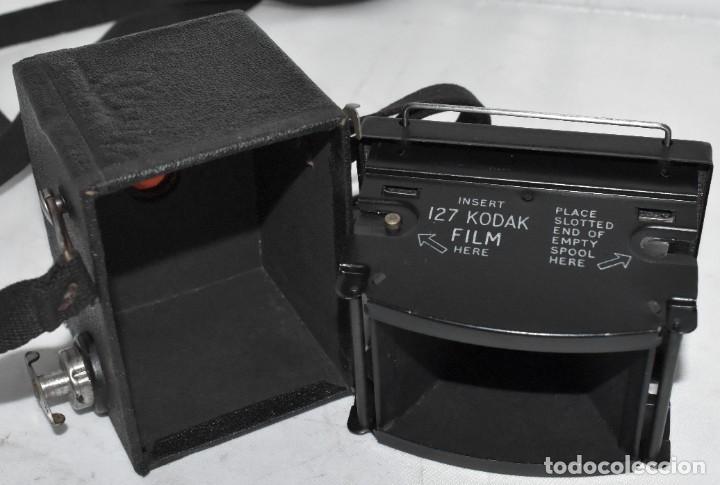 Cámara de fotos: ESCASA Y RARA MINIATURA EN 127 FILM..KODAK BABY HAWKEYE..INGLATERRA 1936..FUNCIONA..REGULAR ESTADO - Foto 20 - 219548917