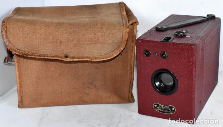 Cámara de fotos: CAMARA ANTIGUA DE CAJON, ROJA...INGLESA 1935..CORONET BOX, Nº 2+FUNDA...MUY BUEN ESTADO..FUNCIONA - Foto 2 - 220066541