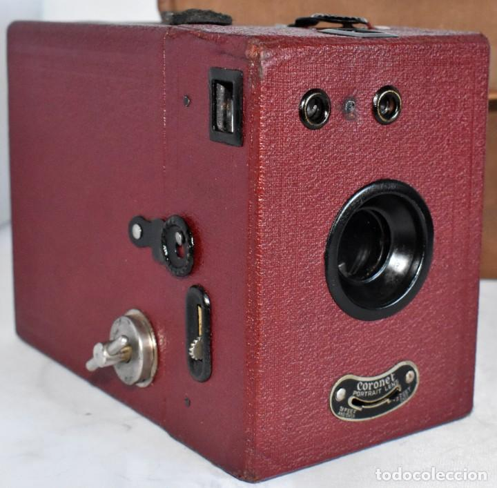 Cámara de fotos: CAMARA ANTIGUA DE CAJON, ROJA...INGLESA 1935..CORONET BOX, Nº 2+FUNDA...MUY BUEN ESTADO..FUNCIONA - Foto 4 - 220066541