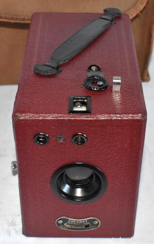 Cámara de fotos: CAMARA ANTIGUA DE CAJON, ROJA...INGLESA 1935..CORONET BOX, Nº 2+FUNDA...MUY BUEN ESTADO..FUNCIONA - Foto 5 - 220066541
