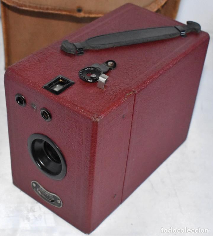 Cámara de fotos: CAMARA ANTIGUA DE CAJON, ROJA...INGLESA 1935..CORONET BOX, Nº 2+FUNDA...MUY BUEN ESTADO..FUNCIONA - Foto 7 - 220066541