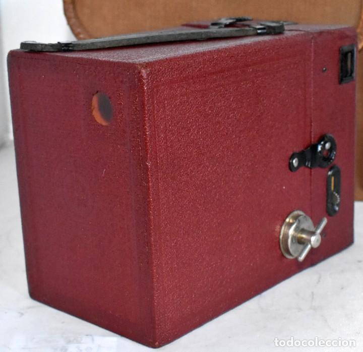 Cámara de fotos: CAMARA ANTIGUA DE CAJON, ROJA...INGLESA 1935..CORONET BOX, Nº 2+FUNDA...MUY BUEN ESTADO..FUNCIONA - Foto 14 - 220066541