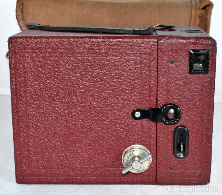 Cámara de fotos: CAMARA ANTIGUA DE CAJON, ROJA...INGLESA 1935..CORONET BOX, Nº 2+FUNDA...MUY BUEN ESTADO..FUNCIONA - Foto 15 - 220066541