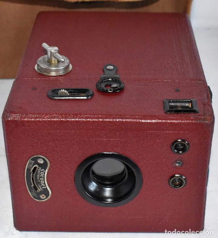 Cámara de fotos: CAMARA ANTIGUA DE CAJON, ROJA...INGLESA 1935..CORONET BOX, Nº 2+FUNDA...MUY BUEN ESTADO..FUNCIONA - Foto 17 - 220066541