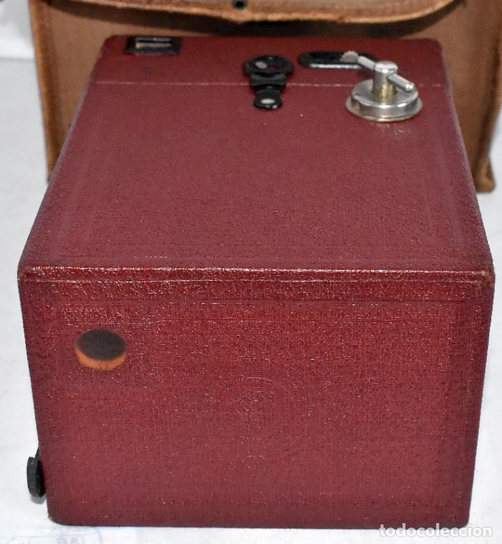 Cámara de fotos: CAMARA ANTIGUA DE CAJON, ROJA...INGLESA 1935..CORONET BOX, Nº 2+FUNDA...MUY BUEN ESTADO..FUNCIONA - Foto 19 - 220066541