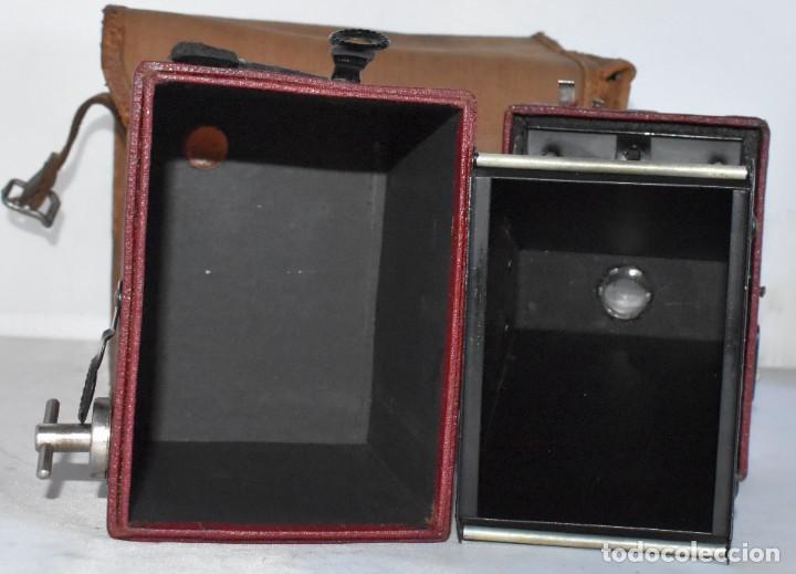 Cámara de fotos: CAMARA ANTIGUA DE CAJON, ROJA...INGLESA 1935..CORONET BOX, Nº 2+FUNDA...MUY BUEN ESTADO..FUNCIONA - Foto 24 - 220066541