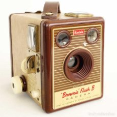 Cámara de fotos: CÁMARA BROWNIE FLASH B. RARA EDICIÓN 1958. FUNCIONA. Lote 220546082