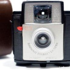 Cámara de fotos: KODAK BROWNIE STARLET CAMERA. Lote 221698116
