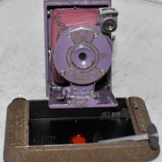 Cámara de fotos: PEQUEÑA JOYA EN COLOR.USA 1930..KODAK VEST POCKET RAINBOW HAWKEYE LAVENDER..MAL ESTADO.FUNCIONA. Lote 222490646