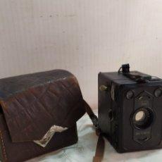 Cámara de fotos: RARA CÁMARA DE FOTOS CON FUNDA DE PIEL. Lote 222836327
