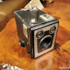 Cámara de fotos: CÁMARA BROWNIE SIX 20 - MODEL C. 1946. FUNCIONA. Lote 230754765