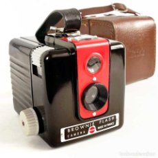 Fotocamere: CÁMARA BROWNIE FLASH. RARA EDICION FRONTAL ROJO Y FUNDA ORIGINAL. Lote 231391000