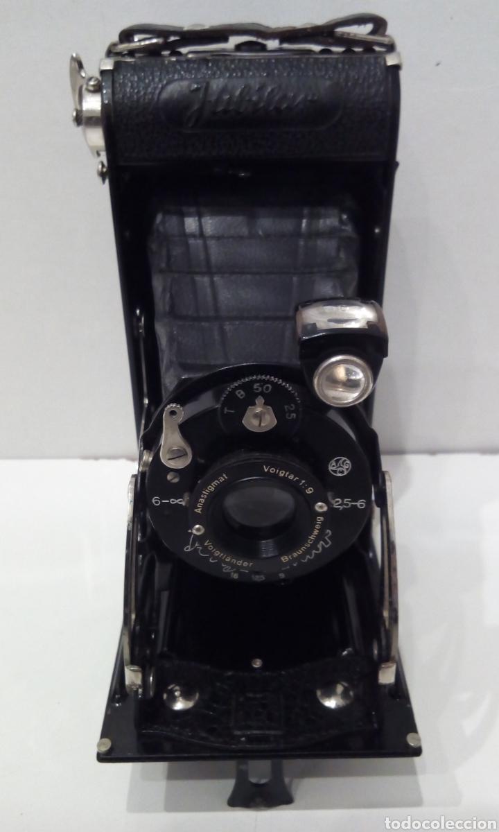 Cámara de fotos: CÁMARA DE FUELLE VOIGTLANDER JUBILAR DE 1931. EDICIÓN ESPECIAL 175 AÑOS DE VOIGTLANDER ANIVERSARIO - Foto 3 - 231737580