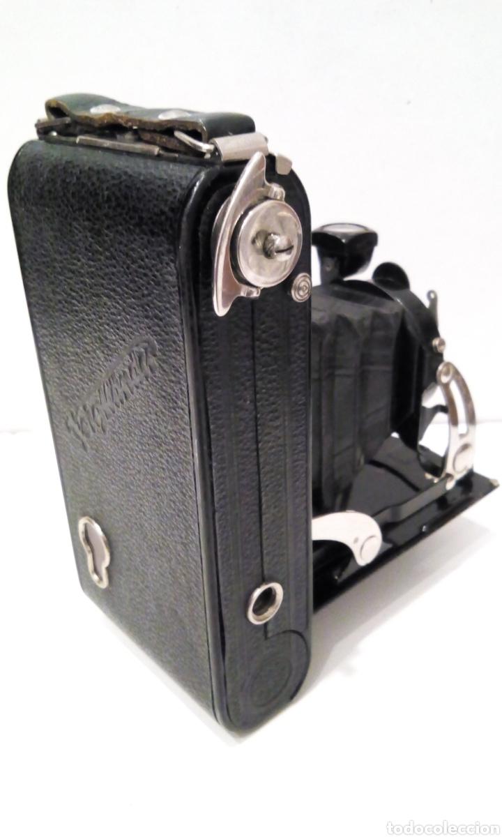Cámara de fotos: CÁMARA DE FUELLE VOIGTLANDER JUBILAR DE 1931. EDICIÓN ESPECIAL 175 AÑOS DE VOIGTLANDER ANIVERSARIO - Foto 9 - 231737580