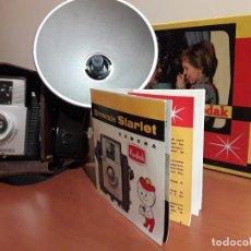 Cámara de fotos: KODAK BROWNIE STARLET CON FLASH, FUNDA, CAJA E INSTRUCCIONES. Lote 233525540