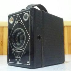 Cámara de fotos: CÁMARA BOX LUMIERE LUMIBOX CON ZOOM PRINCIPIOS SIGLO XX, CON FUNDA,MUY BUEN ESTADO,RARA Y ESCASA. Lote 235731955