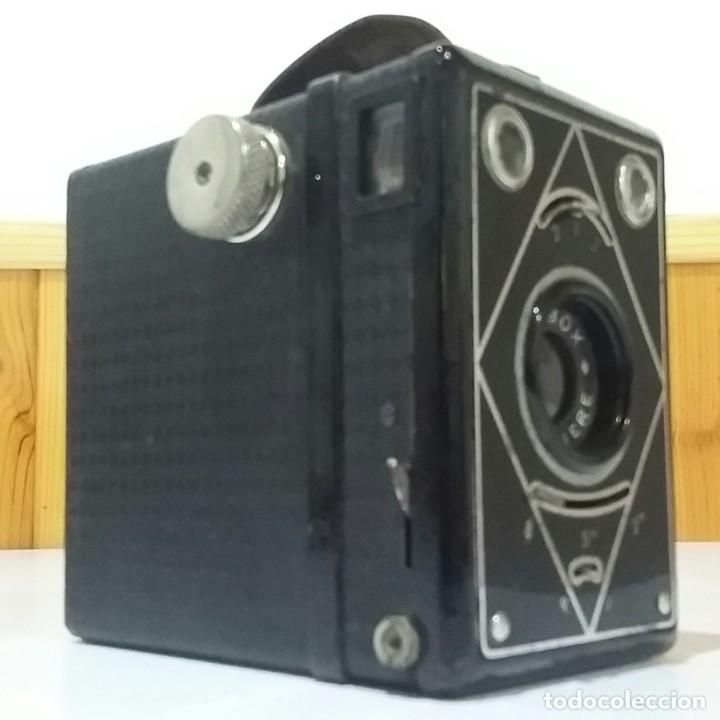Cámara de fotos: CÁMARA BOX LUMIERE LUMIBOX CON ZOOM PRINCIPIOS SIGLO XX, CON FUNDA,MUY BUEN ESTADO,RARA Y ESCASA - Foto 2 - 235731955